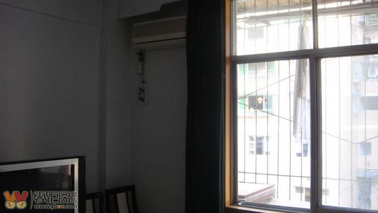 5楼,面积110平方,精装修,空调4台,电视2台,席梦思大床3张,衣